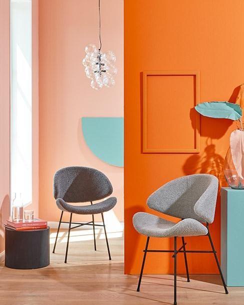 woonkamer met twee stoelen