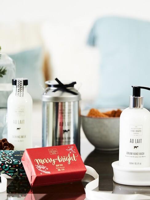 kerstcadeau-inspiratie: self care producten met rode zeep