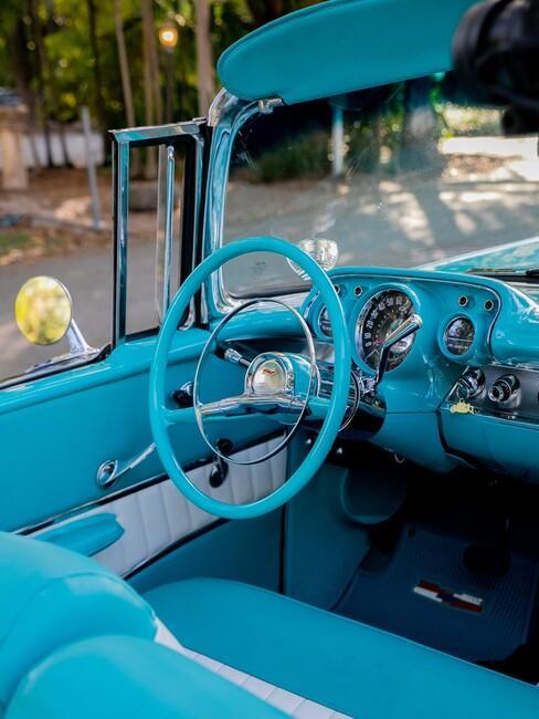cubaanse-stijl: met een blauwe auto