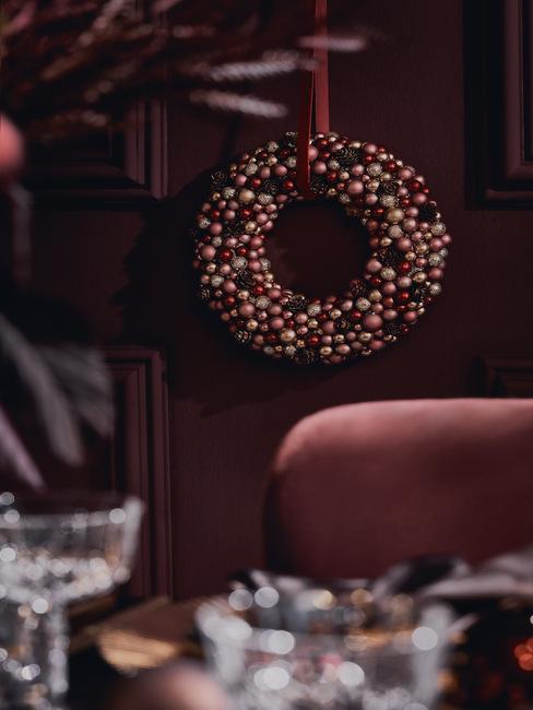 kerstkrans met kerstballen maken