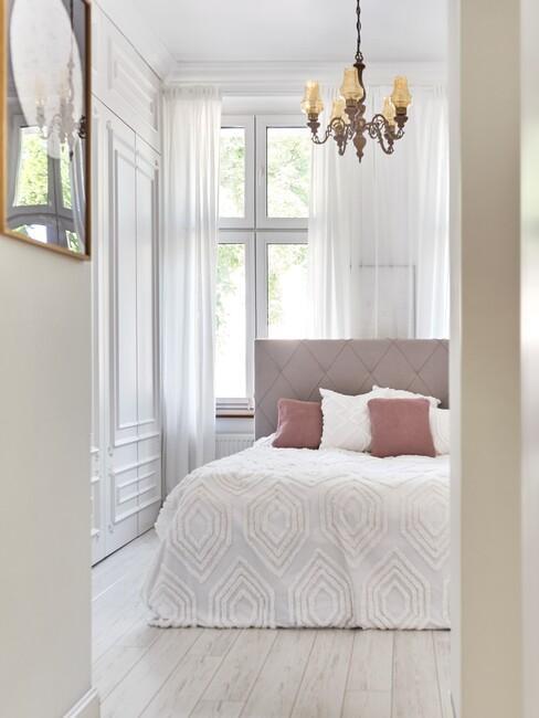 Beige met witte slaapkamer in lichte-kleuren