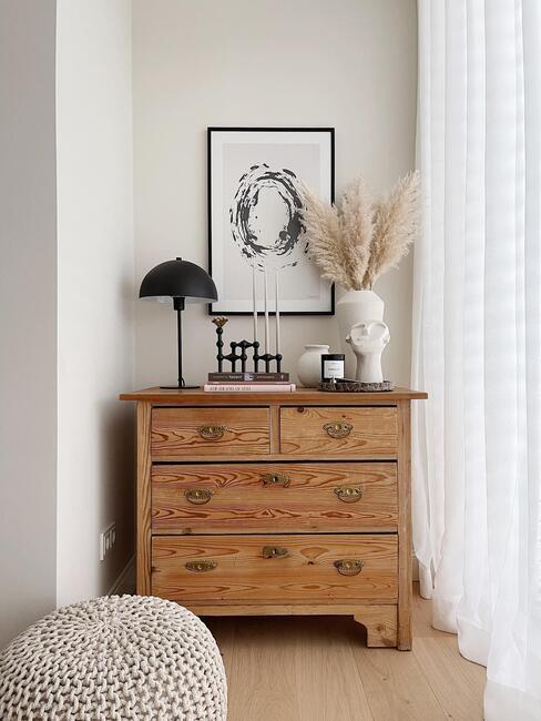 warm interieur met houten kast