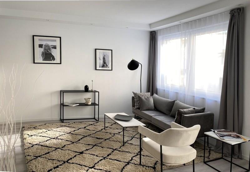 Een klein appartement in minimalistische stijl ingericht