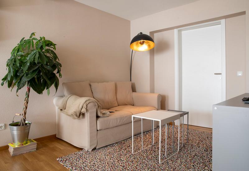 De huiskamer van een klein appartement