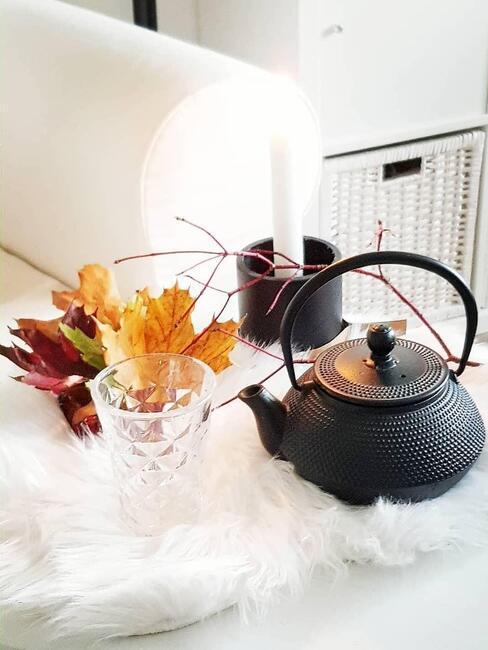 Herfstbladeren en thee