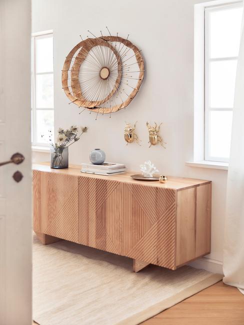 Dekoracja ścienna z drewna w salonie rustic