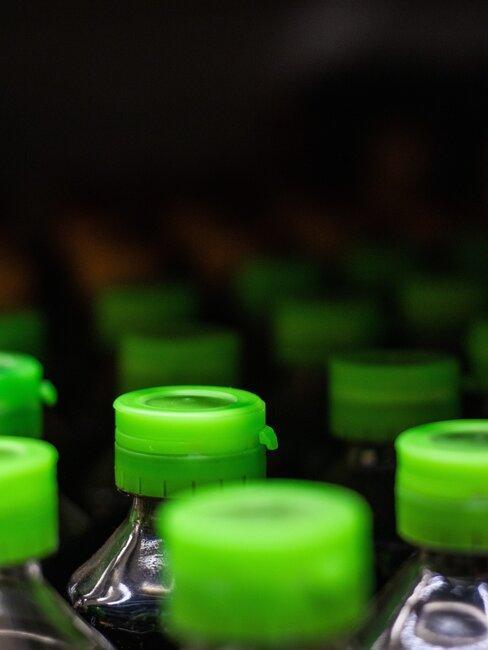 Plastikowe butelki, porady jak segregować śmieci