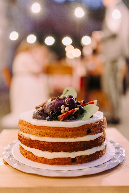 Trzywarstwowy tort urodzinowy