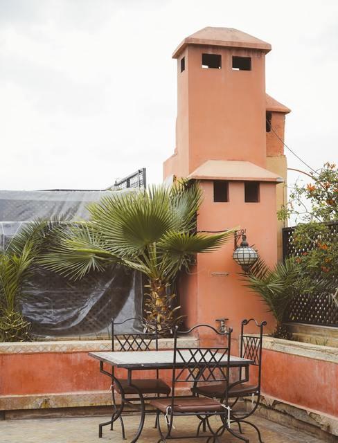 Parawan na tarasie w stylu marokańskim