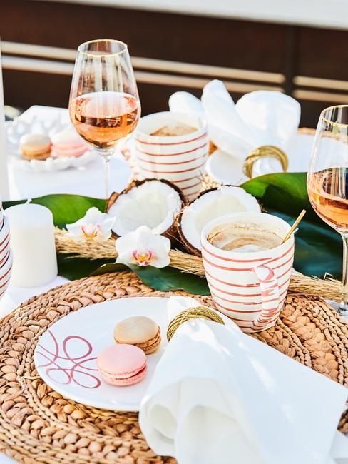 Dekoracja stołu z kwiatami