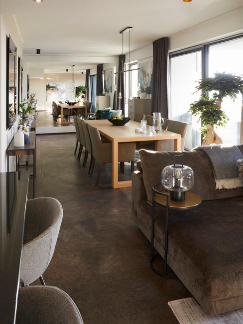Designerska jadalnia z salonem, stylowe kontrasty