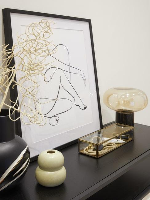 Elegancja aranżacja komody w designerskim salonie