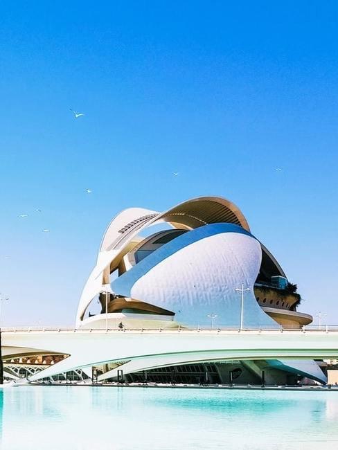 Nowoczesna bryła Santiago Calatravy