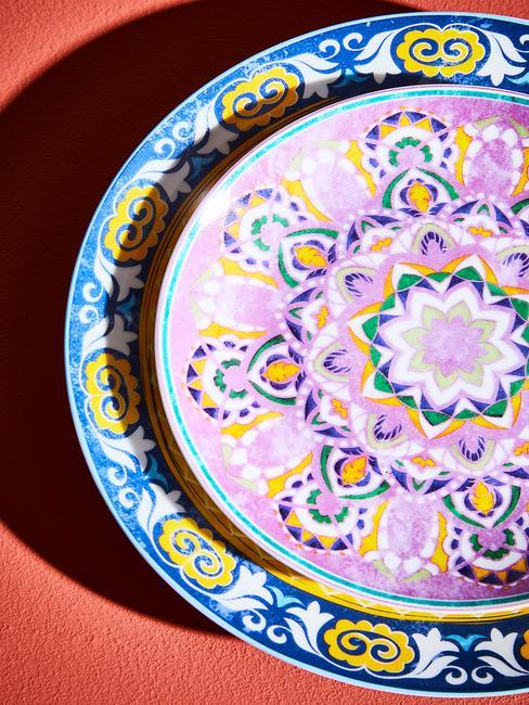Kolorowa zastawa na stół weselny