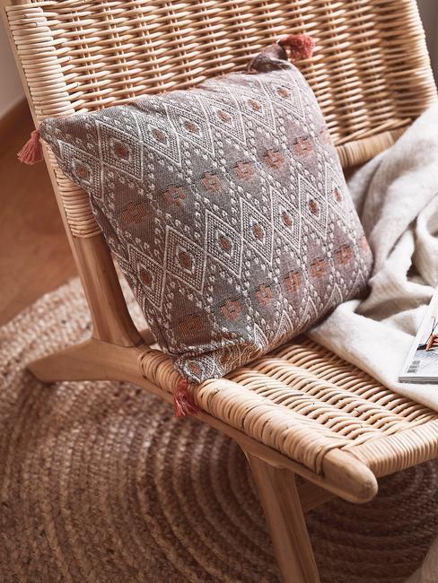 Rattanowe krzesło z poduszką