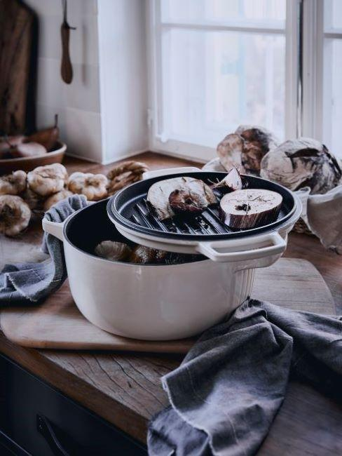 Beżowy garnek kitchenaid
