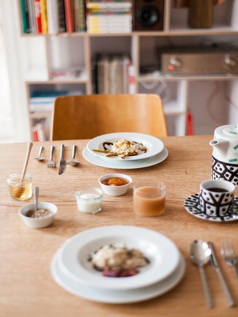 Stół nakryty do śniadania w hotelu Autor Rooms