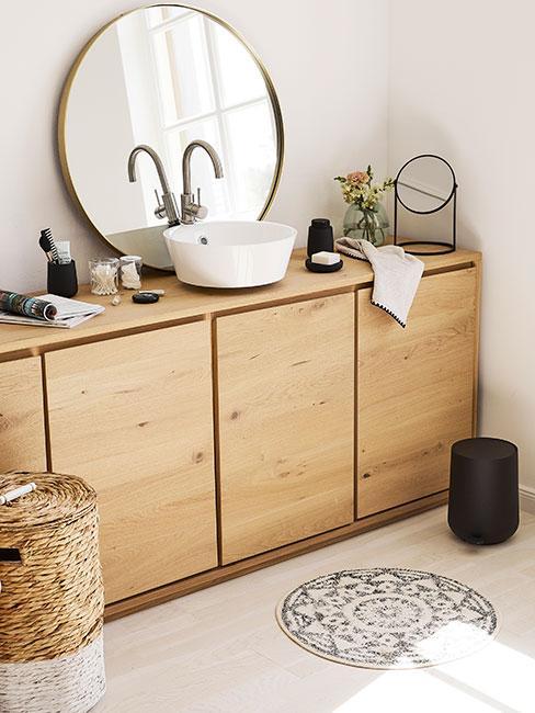 Łazienka w jasnym drewnie