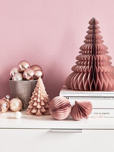 Dekoracje bożonarodzeniowe w odcieniach różowego złota