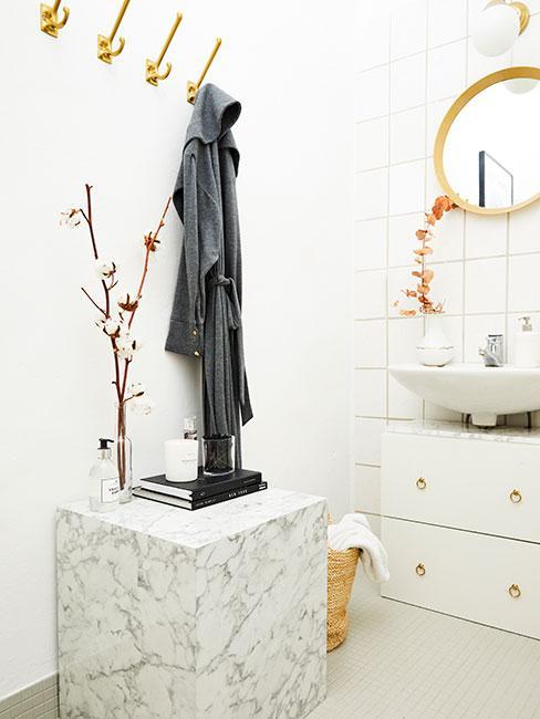 Łazienka glamour w jasnych odcieniach