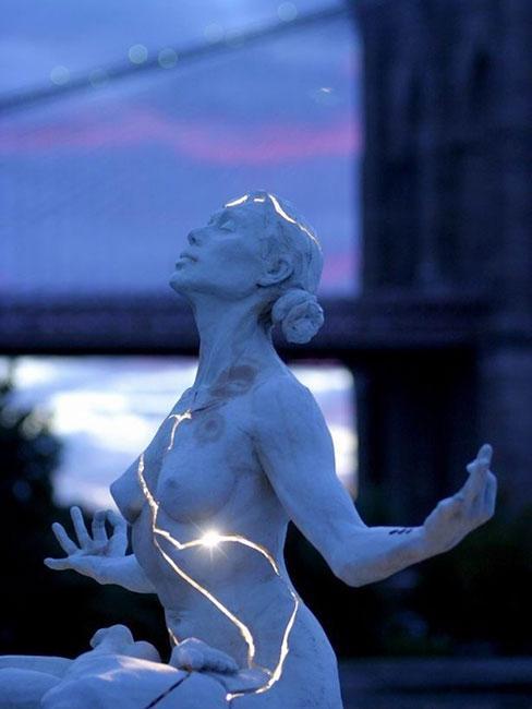 Rzeźba zainspirowana sztuką kintsugi