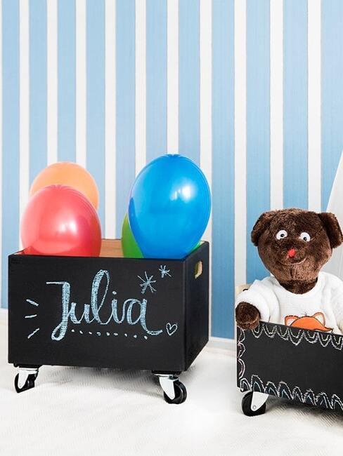 Pojemniki na zabawki w pokoju dziecięcym