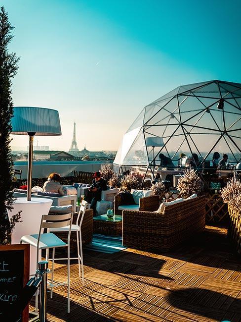Le Cube Bar na dachu Galerie Lafayette w Paryżu