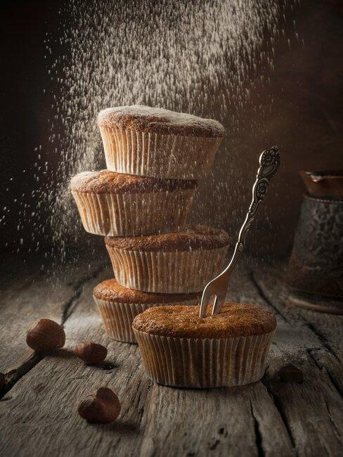 Klasyczne muffiny posypane cukrem pudrem