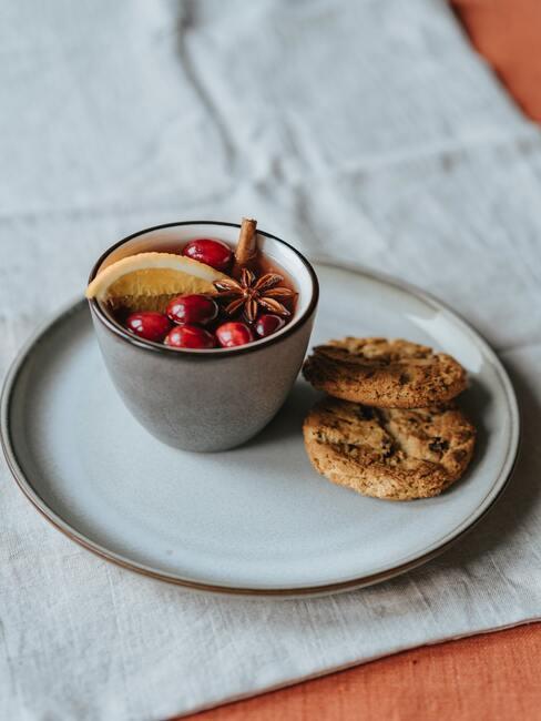 Ciasteczka owsiane i grzaniec jako propozycja zdrowego deseru