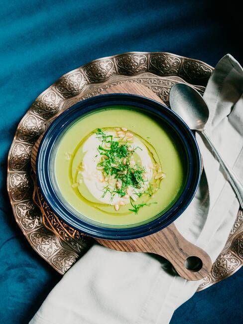Przepisy na wiosnę: miętowo groszkowa zupa