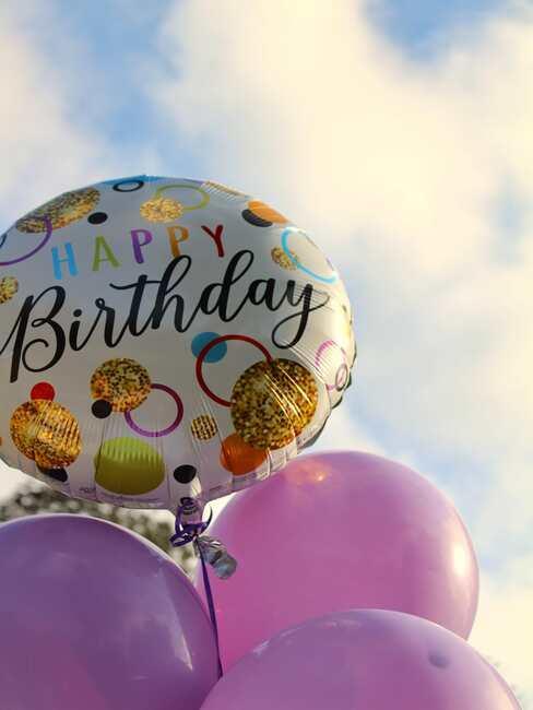urodzinowe balonu na przyjęciu na dworze