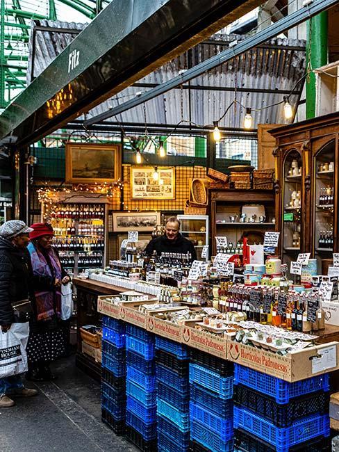 Stoisko na rynku Borough Market w Londynie