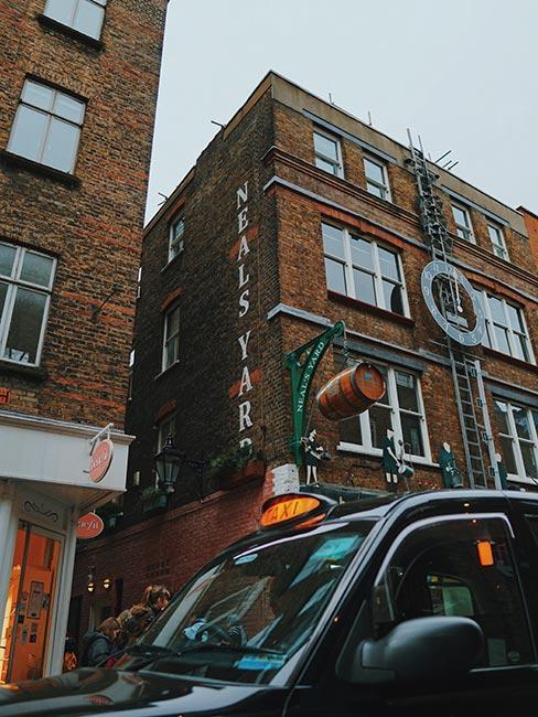Deptak Neal's Yard w Covent Garden w Londynie