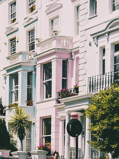 Pastelowe kamienice w Notting Hill w Londynie