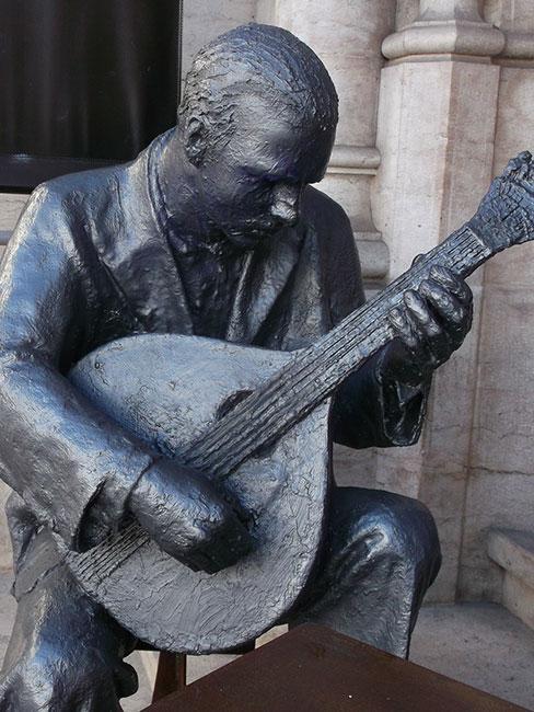 Pomnik muzyka fado w Lizbonie