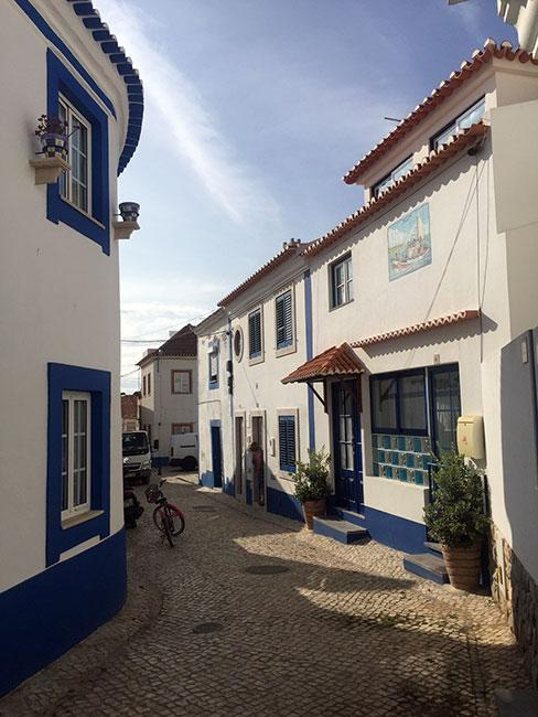 Bielona uliczka, Ericeira, Portugalia