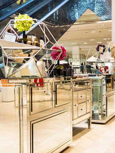 lustrzana lada w Tsvetnoy Central Mall