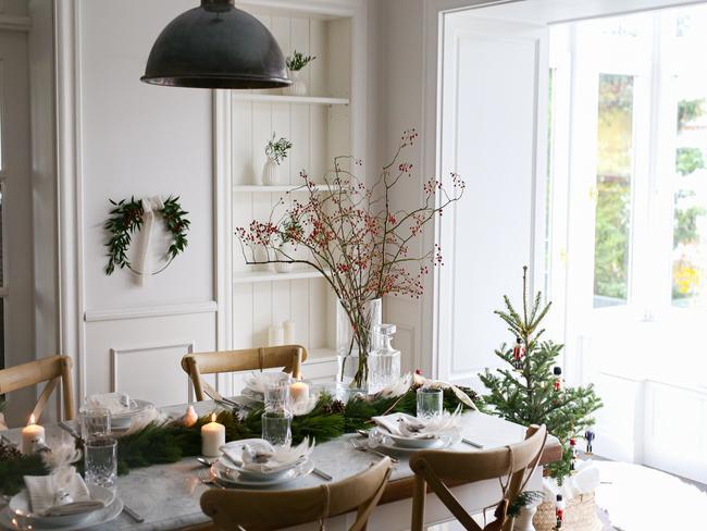 Stół nakryty do Wigilii w domu Zosi Cudny