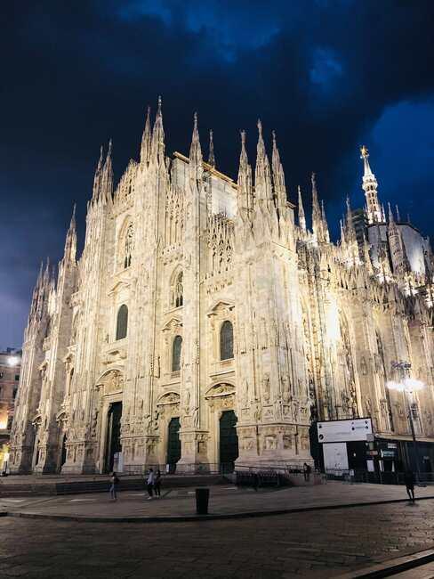 Katedra w Mediolanie nocą