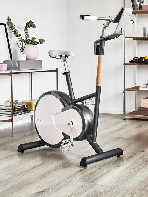 Rowerek do ćwiczeń w salonie
