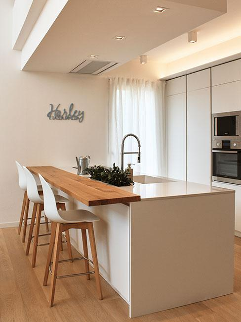 Przytulna kuchnia w stylu minimalistyczny m