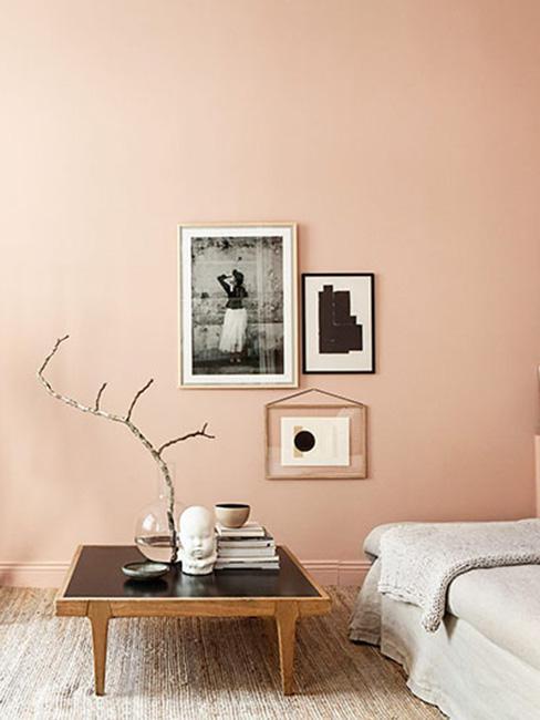 minimalistyczna aranżacja salonu w ciepłym odcieniu skóry