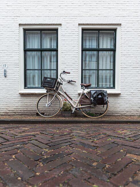 Rower przy ścianie, ekologiczny środek transportu
