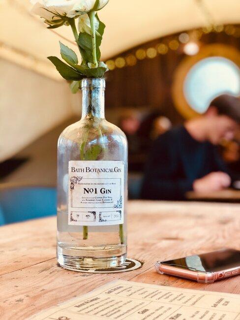 Butelka wykorzystana jako wazon