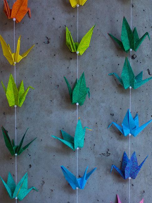Kolorowa kurtyna z dekoracji origami
