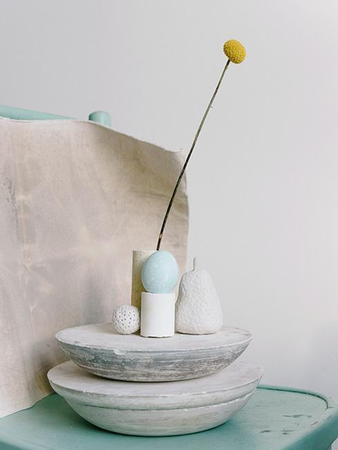 minimalistyczne dekoracje na Wielkanoc wabi sabi