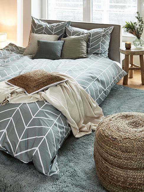 Sypialnia w stonowanych kolorach zieleni