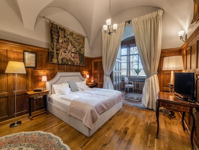 pałacowa sypialnia w dużej komnacie