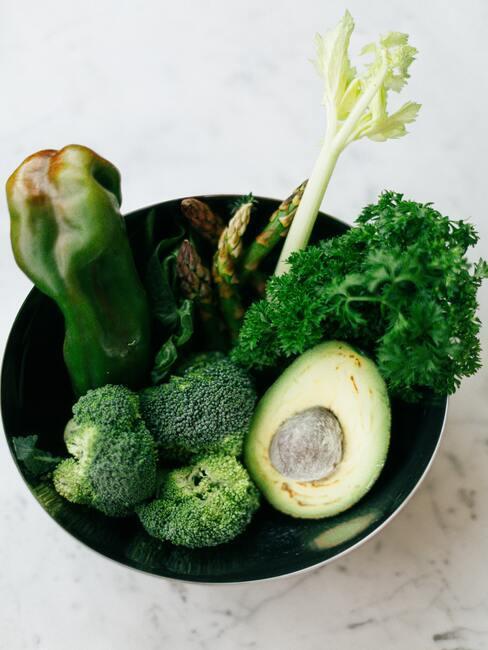 Zielone warzywa w misce