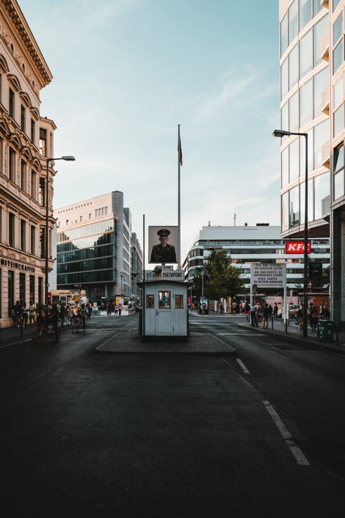 Berlin w okolicach Checkpoint Charlie